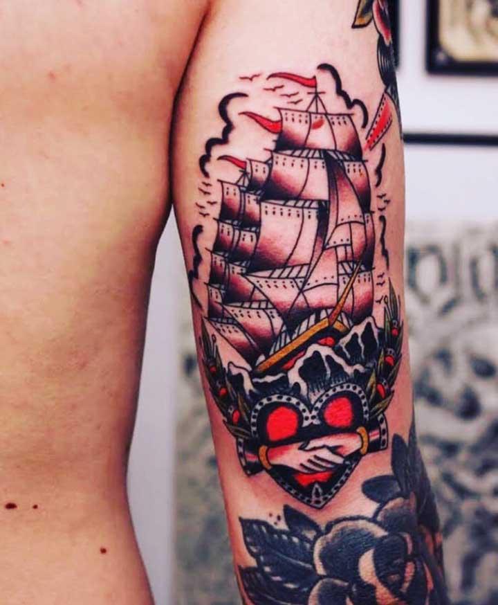 Olha que desenho de navio incrível para você se inspirar na hora de fazer a tatuagem old school.