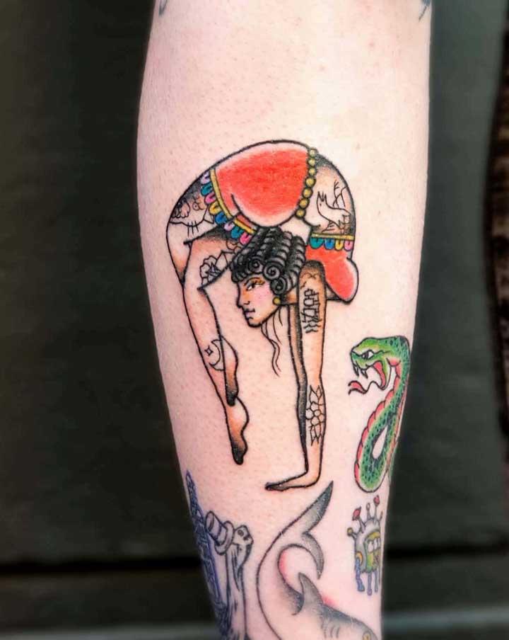 Que tal usar o seu hobbie preferido como modelo para fazer a tatuagem old school?