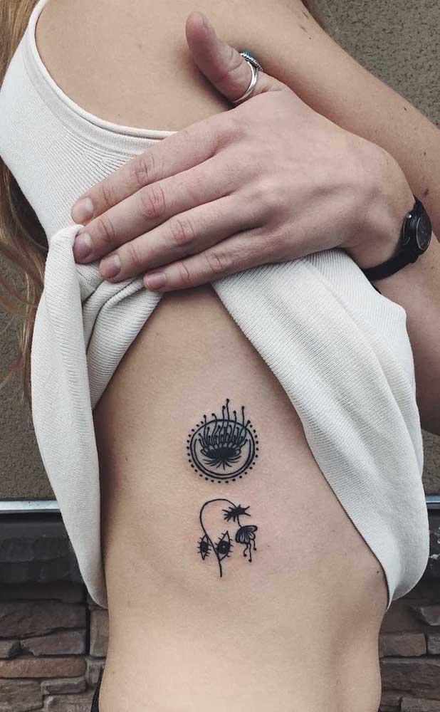 Flores e olhos para a tatuagem feminina na costela