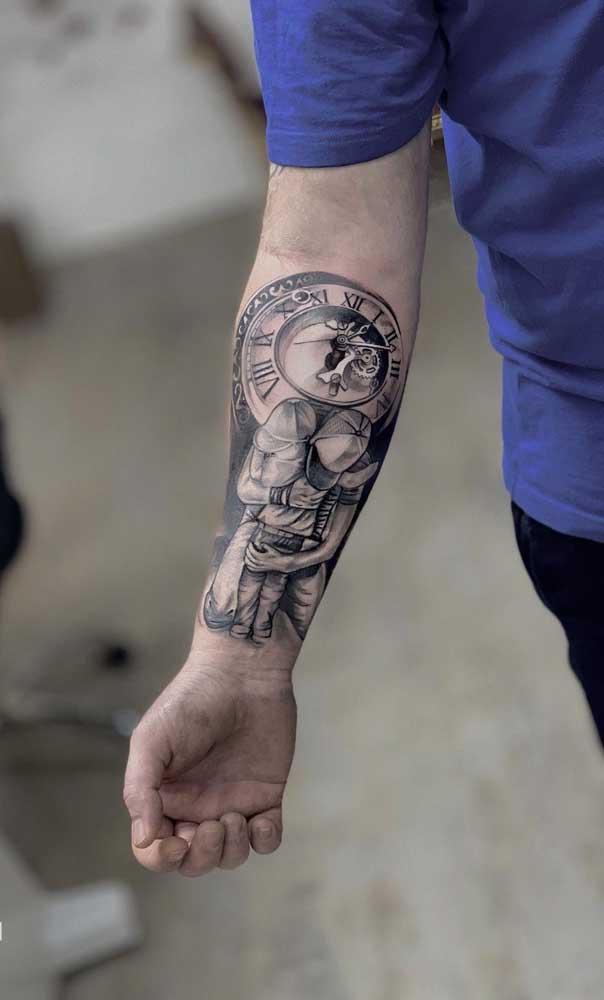Tatuagem masculina para filho no braço