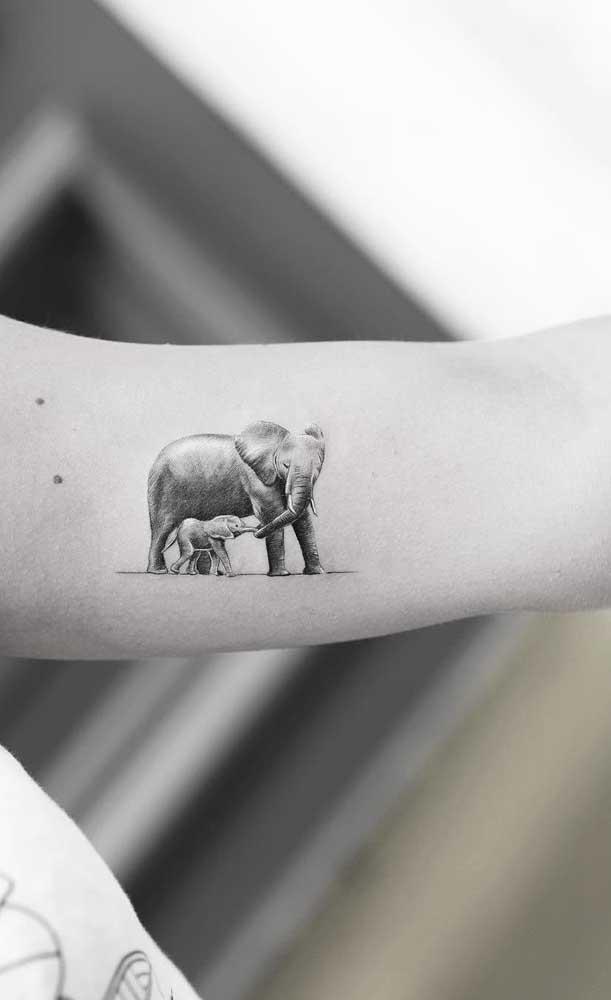 Elefanta e seu filhote em versão super realista