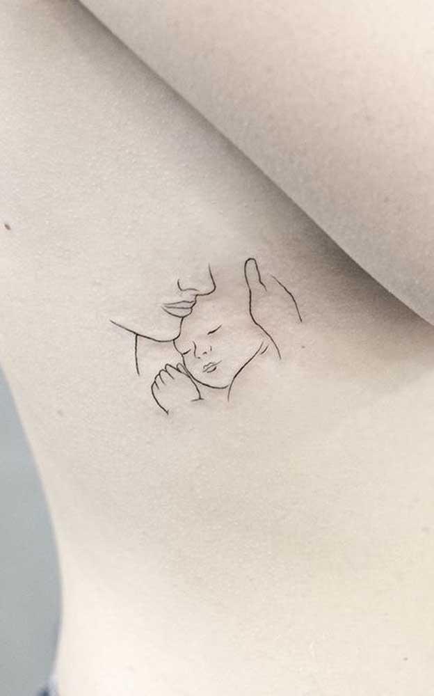 Tatuagem para filho delicada e minimalista