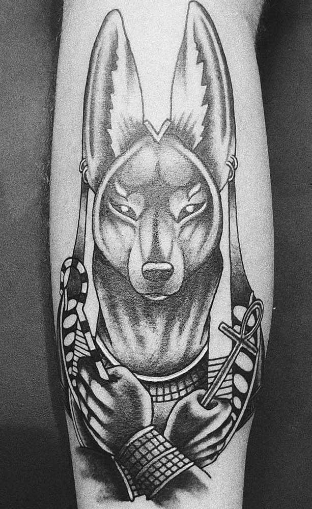 Tatuagem de Anúbis para quem busca proteção