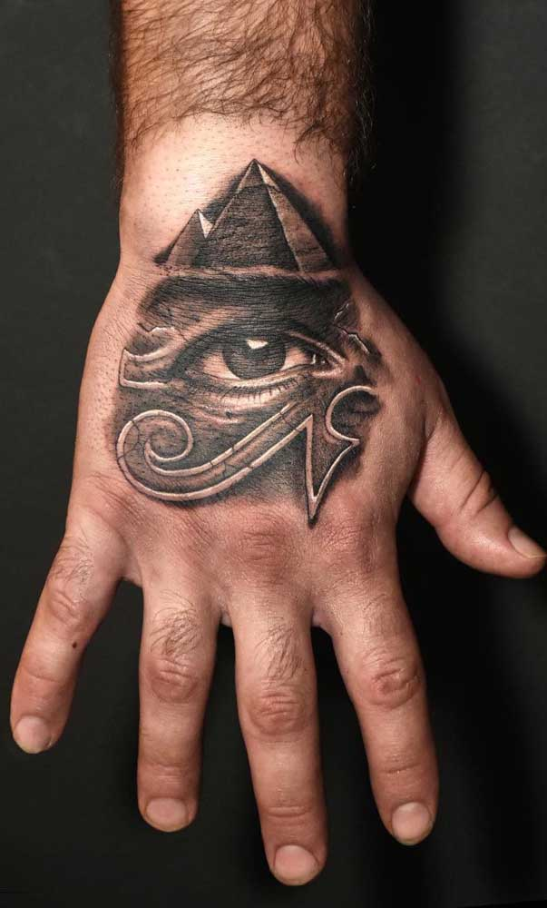 A pirâmide e o Olho de Hórus ao alcance das mãos