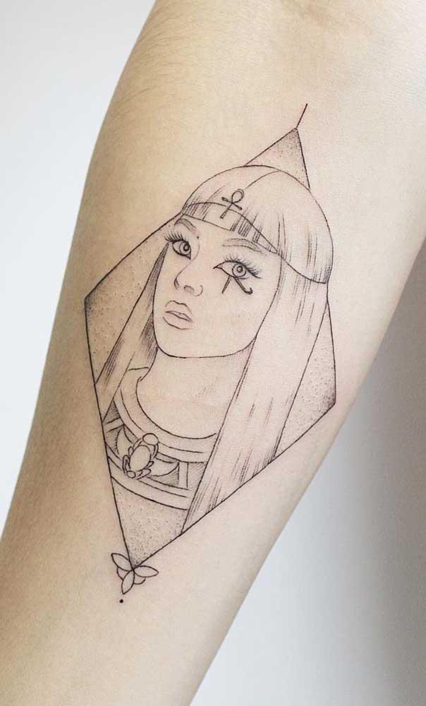 Tatuagem de Cleópatra com olho de Hórus