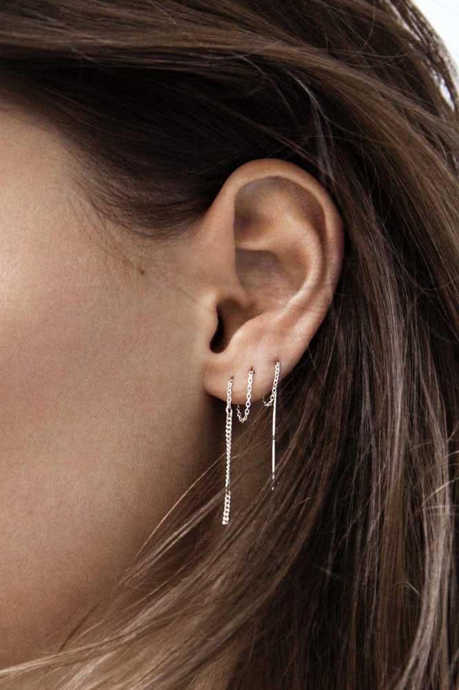 Piercing na orelha bem feminino