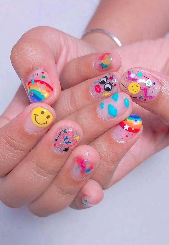 Lúdicas, essas unhas coloridas para carnaval trazem a descontração dos emojis