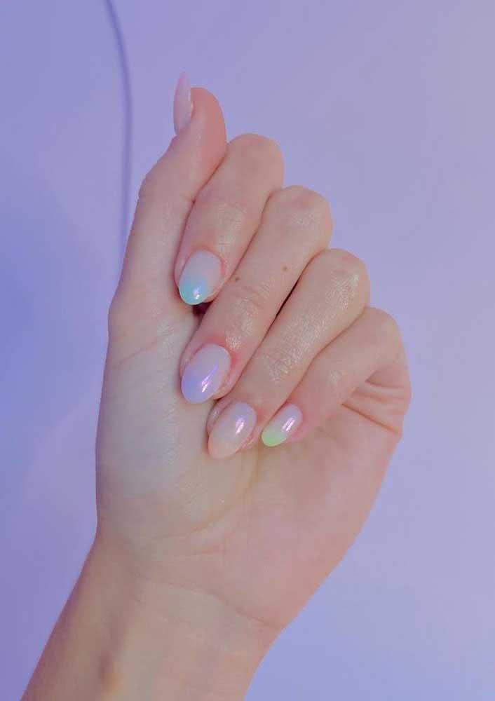 Efeito holográfico nas unhas. Ficam lindas!